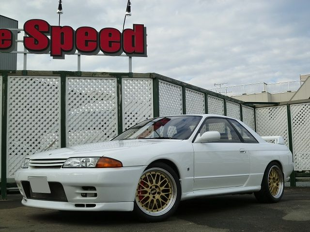 Nissan Skyline GT-R R32 on BBS LM