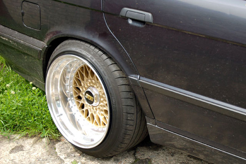 BMW 525i E34 12 Cylinder on Custom 17x11.5 BBS RS