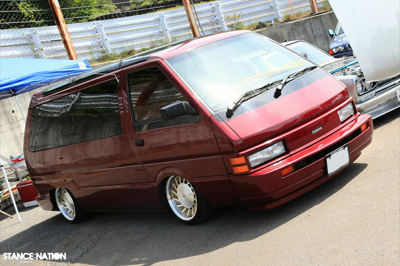Nissan Vannette Slammed on JDS Z31 Wheels
