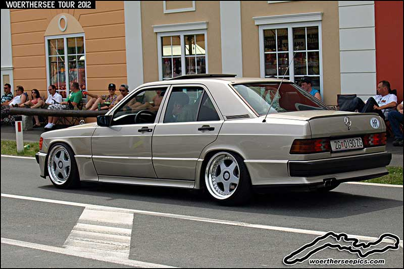 Mercedes Benz 190e W201 on OZ Futura