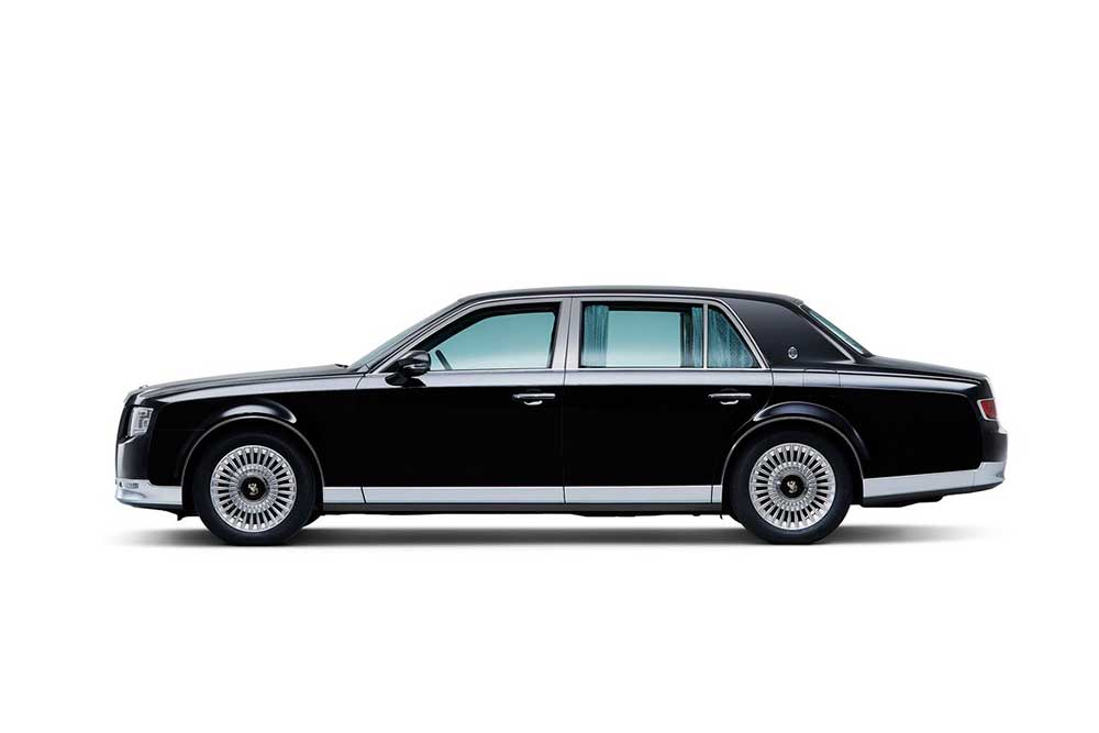 The profile of the new Toyota Century is a bit more curvy than its predecessors; high door lines and overall side view are reminiscent of the current offerings from top tier manufacturers Rolls Royce and Bentley. Black is the standard color on the Toyota Century and the chrome trim pieces are an elegant retro touch to the luxury machine. Standard are automatice side and read curtains, a feature which inspire installation on JDM and VIP crowds. - 2018 Toyota Century HYBRID The Ultimate in JDM Luxury