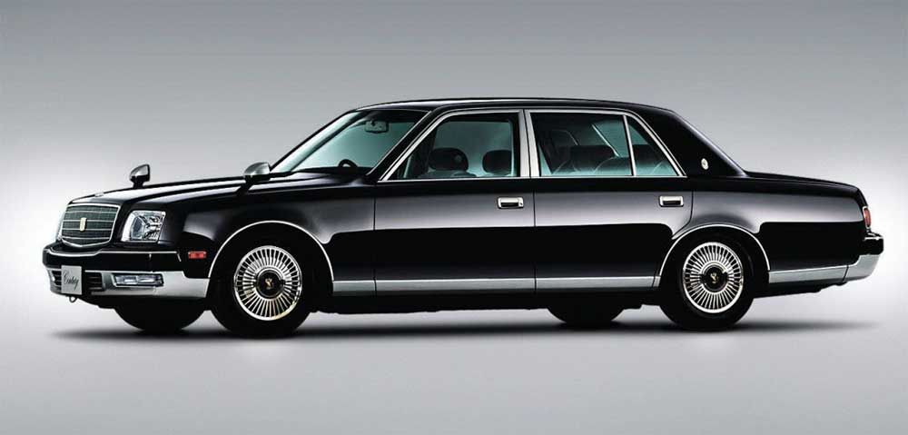 Image of a second generation Toyota Century (1997 – 2017), equipped with a v12 engine. You can see how the designers and engineers kept transferred the dedign elements to the latest model. - 2018 Toyota Century HYBRID The Ultimate in JDM Luxury