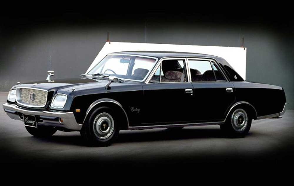 Image of a first generation Toyota Century (1967 – 1997). Throughout 40 years the pregression of the design is apparent. - 2018 Toyota Century HYBRID The Ultimate in JDM Luxury